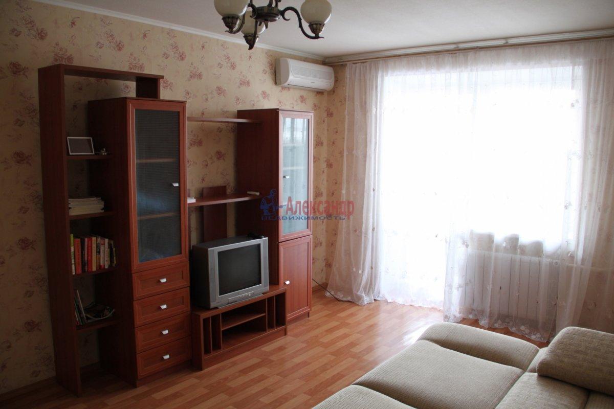 2-комнатная квартира (80м2) в аренду по адресу Дунайский пр., 3— фото 1 из 2