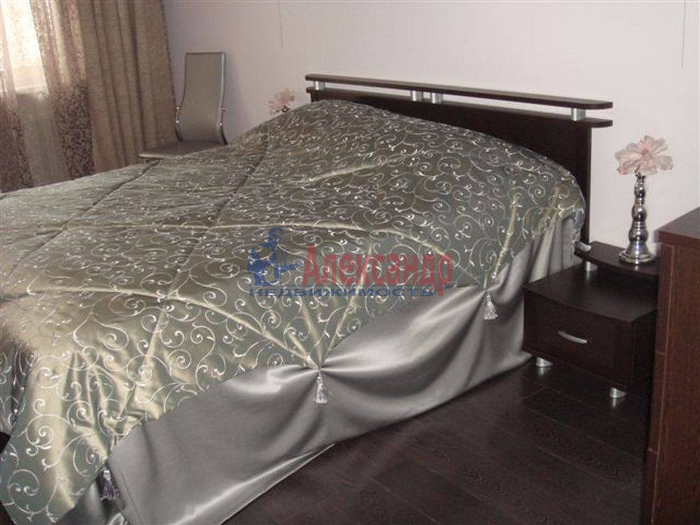 2-комнатная квартира (69м2) в аренду по адресу Сестрорецк г., Токарева ул.— фото 3 из 4