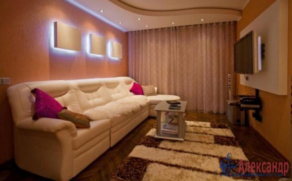 3-комнатная квартира (70м2) в аренду по адресу Авиационная ул., 11— фото 1 из 4