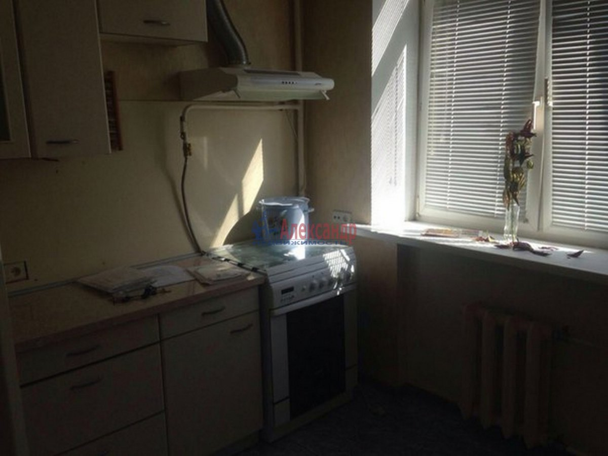 2-комнатная квартира (51м2) в аренду по адресу Тамбовская ул., 3— фото 1 из 9