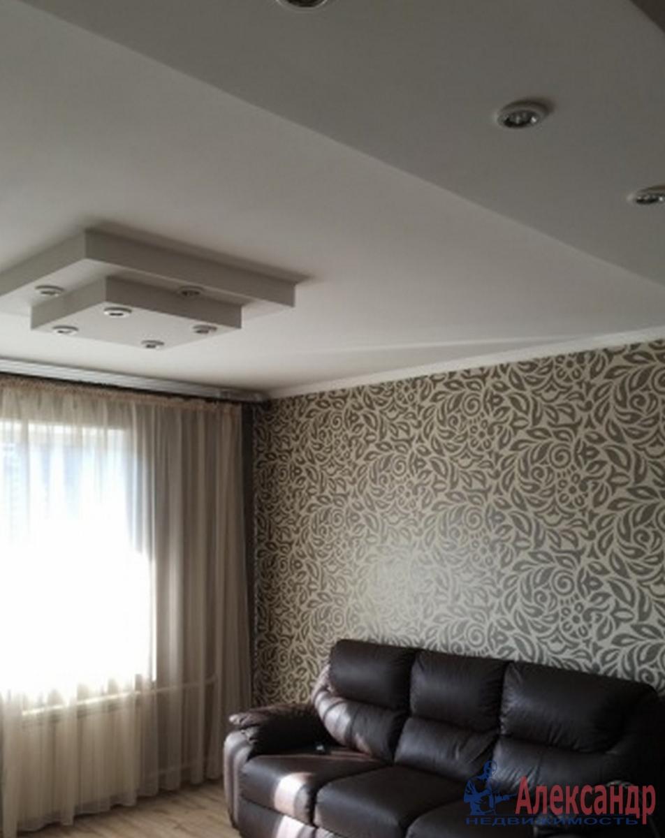 2-комнатная квартира (58м2) в аренду по адресу Мурино пос., Новая ул., 7— фото 1 из 4