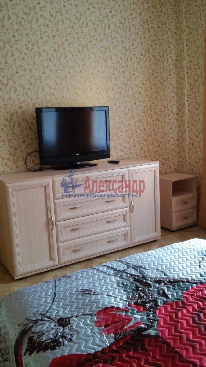 2-комнатная квартира (69м2) в аренду по адресу Светлановский просп., 43— фото 1 из 10