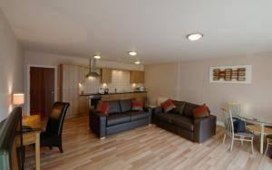 2-комнатная квартира (80м2) в аренду по адресу Казанская ул., 58— фото 3 из 3