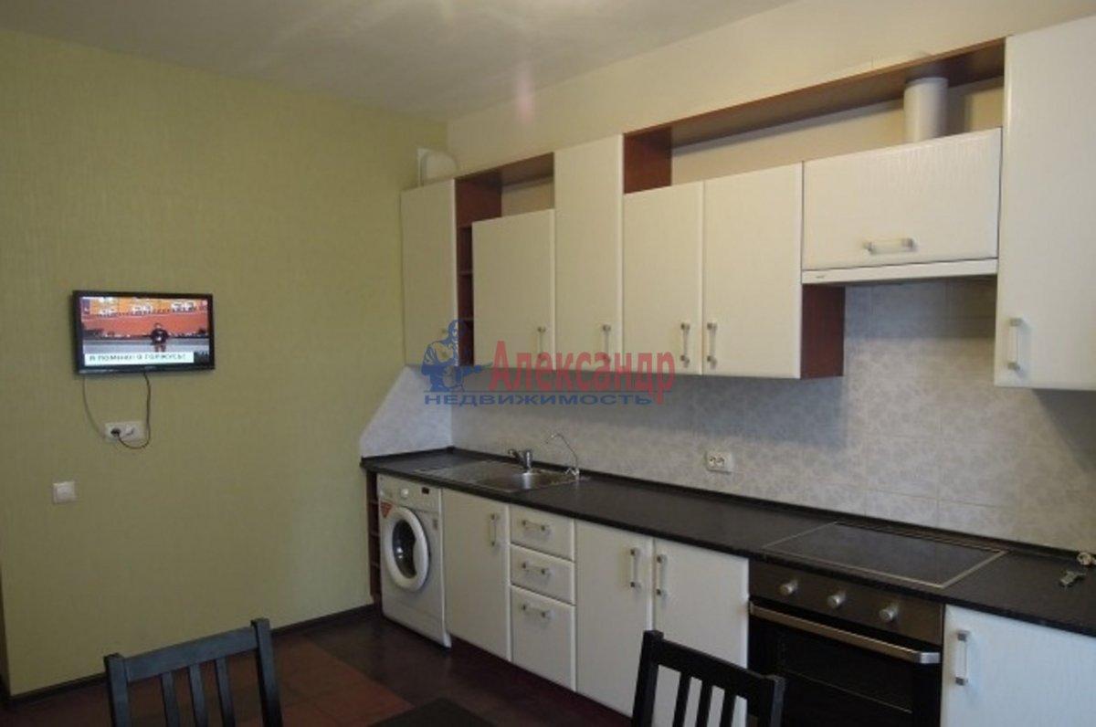 2-комнатная квартира (70м2) в аренду по адресу Просвещения пр., 99— фото 2 из 6