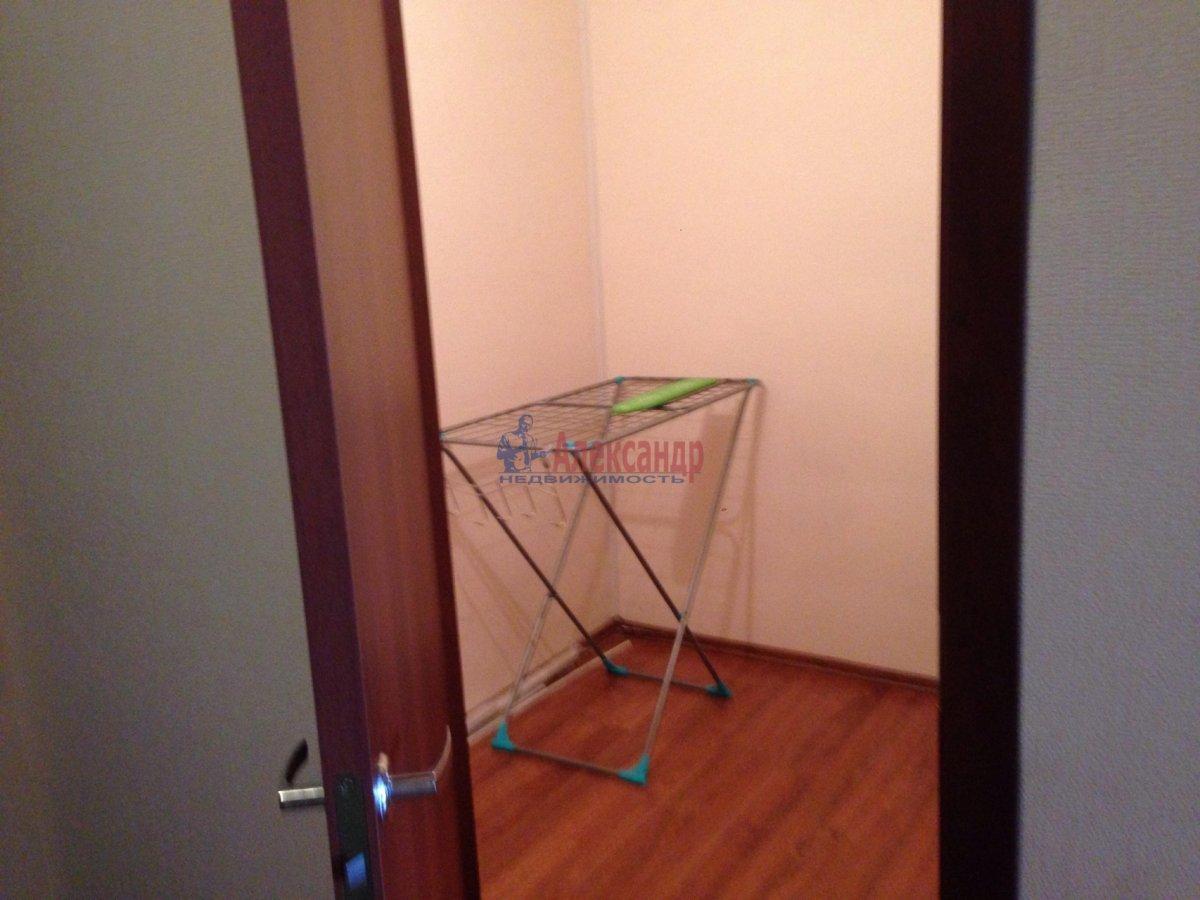 1-комнатная квартира (42м2) в аренду по адресу Оптиков ул., 35— фото 5 из 17