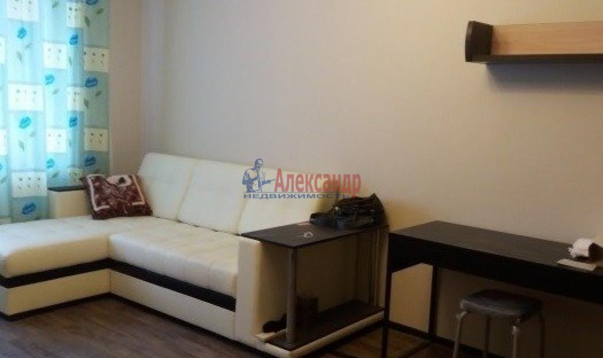 1-комнатная квартира (41м2) в аренду по адресу Ленинский пр., 115— фото 2 из 3