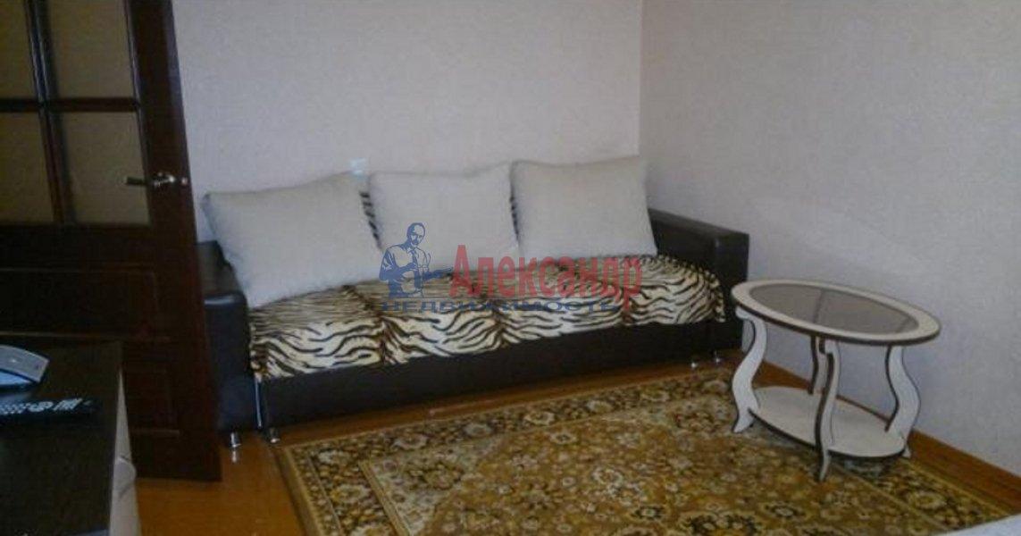 Комната в 4-комнатной квартире (114м2) в аренду по адресу Константина Заслонова ул., 25— фото 1 из 4