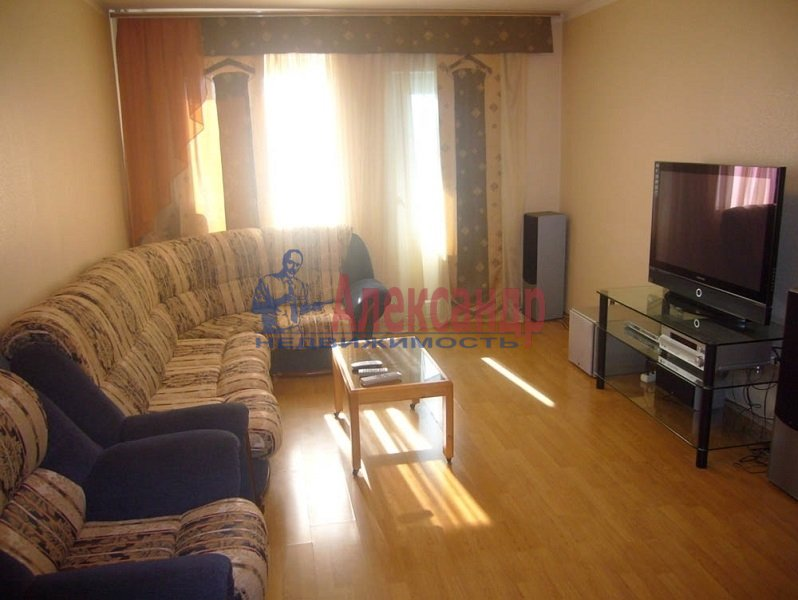 1-комнатная квартира (40м2) в аренду по адресу Болотная ул., 14— фото 1 из 2