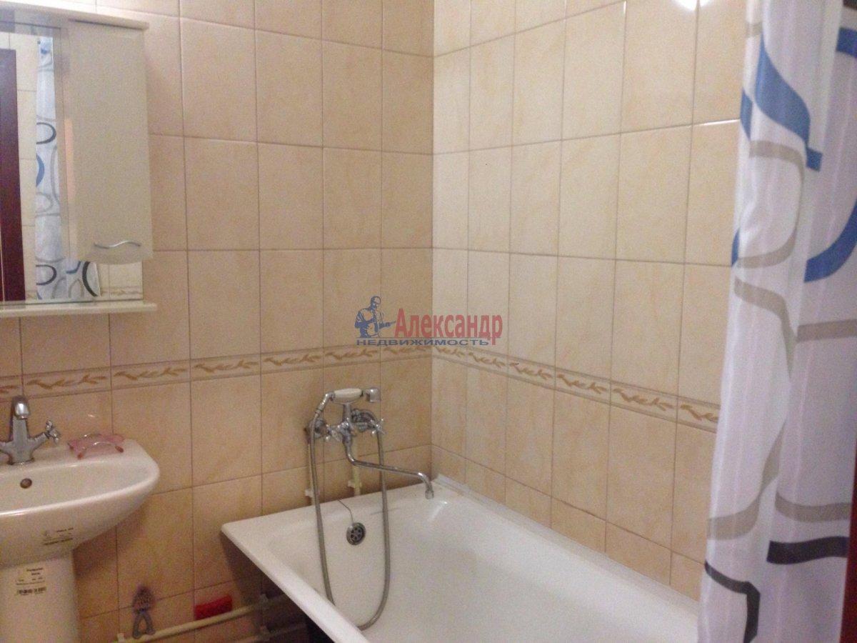 1-комнатная квартира (42м2) в аренду по адресу Оптиков ул., 35— фото 6 из 17