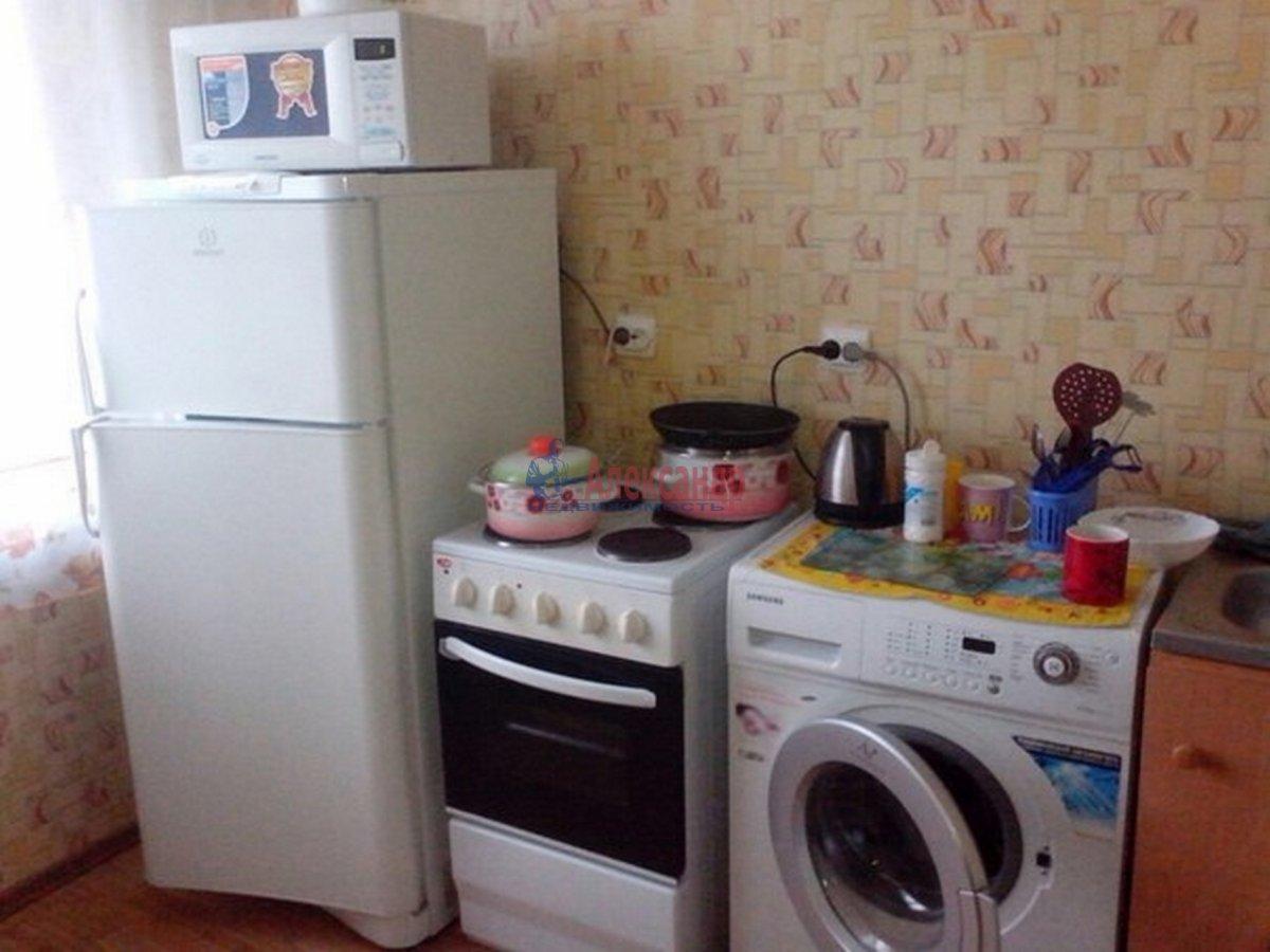 1-комнатная квартира (40м2) в аренду по адресу Шлиссельбургский пр.— фото 1 из 7