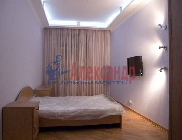2-комнатная квартира (75м2) в аренду по адресу Кирочная ул., 8— фото 3 из 10