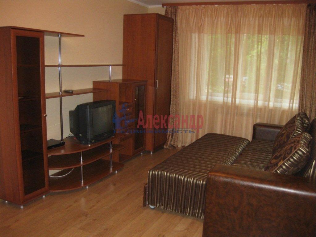 3-комнатная квартира (100м2) в аренду по адресу Ушинского ул., 2— фото 1 из 2