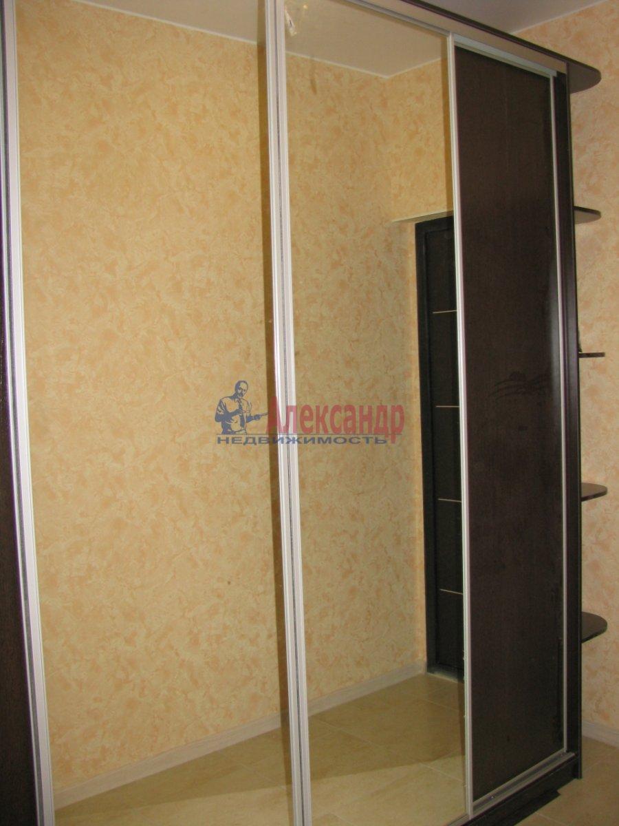 1-комнатная квартира (48м2) в аренду по адресу Дыбенко ул., 11— фото 2 из 10