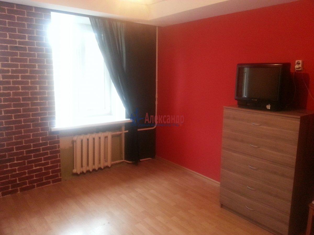 Комната в 3-комнатной квартире (80м2) в аренду по адресу Новочеркасский пр., 11— фото 2 из 10