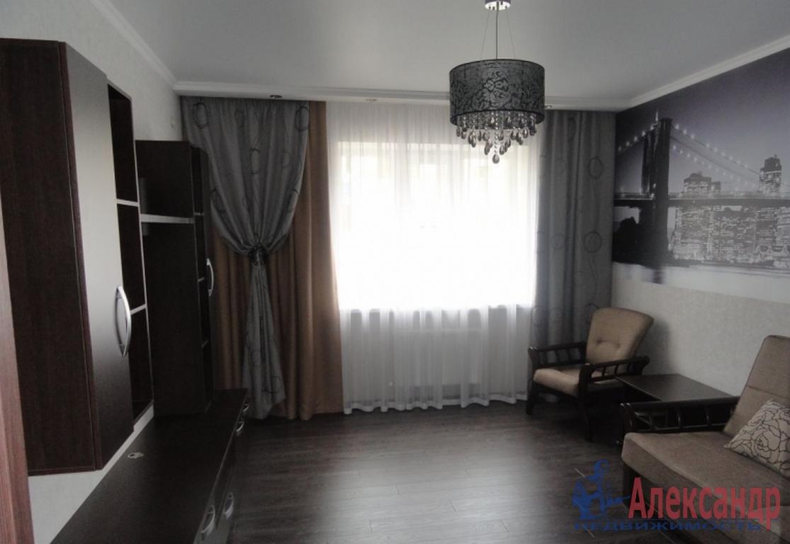 2-комнатная квартира (72м2) в аренду по адресу Композиторов ул., 12— фото 1 из 4