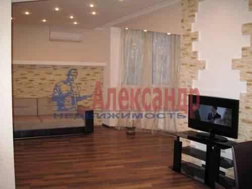 2-комнатная квартира (76м2) в аренду по адресу Народного Ополчения пр., 167— фото 1 из 6