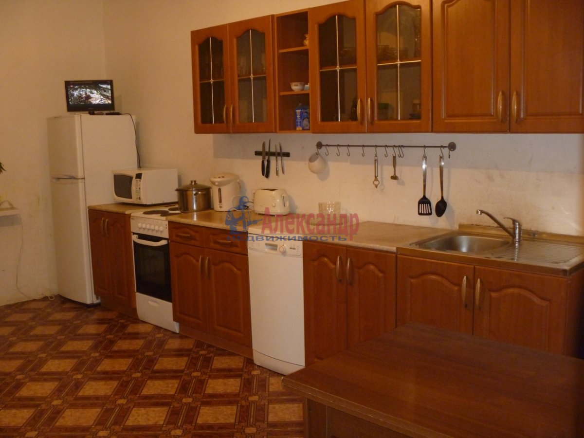 2-комнатная квартира (80м2) в аренду по адресу Яхтенная ул., 3— фото 1 из 6