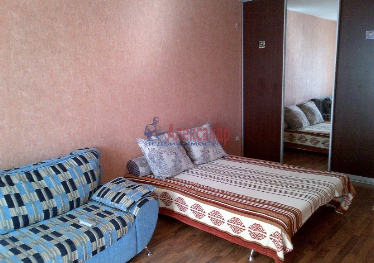 Комната в 3-комнатной квартире (71м2) в аренду по адресу Ярослава Гашека ул., 2— фото 1 из 5
