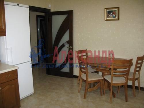2-комнатная квартира (85м2) в аренду по адресу Ленсовета ул., 88— фото 2 из 10