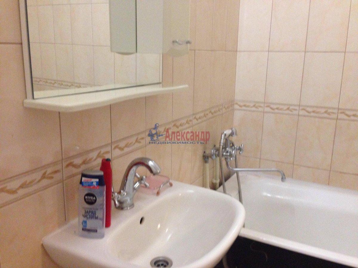 1-комнатная квартира (42м2) в аренду по адресу Оптиков ул., 35— фото 8 из 17