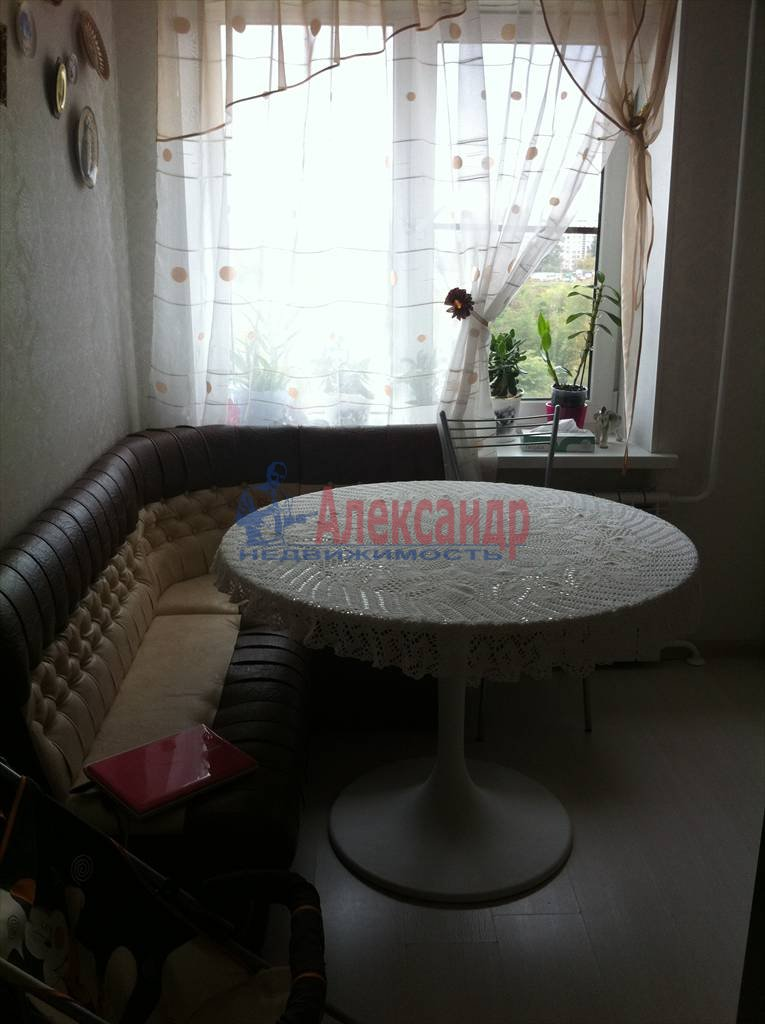 2-комнатная квартира (62м2) в аренду по адресу Бадаева ул., 6— фото 9 из 27