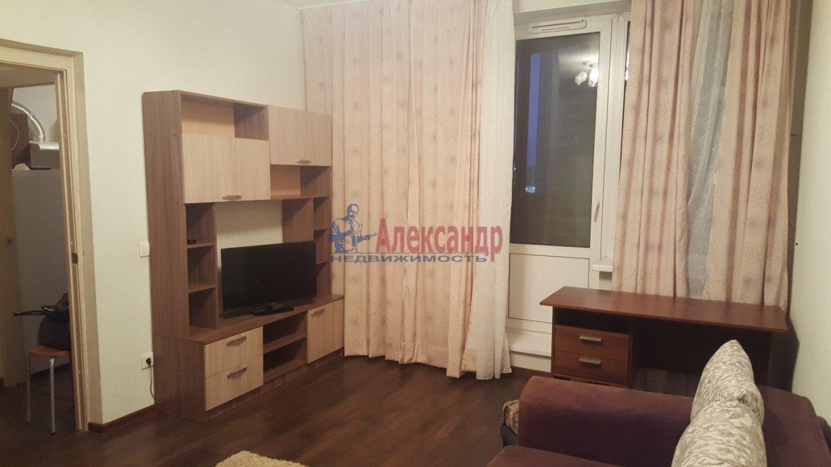 Комната в 3-комнатной квартире (84м2) в аренду по адресу Комендантская пл., 8— фото 1 из 5
