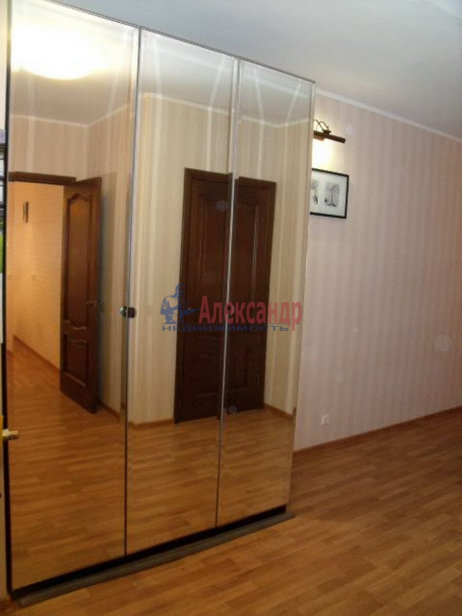 3-комнатная квартира (96м2) в аренду по адресу Бутлерова ул., 40— фото 4 из 11