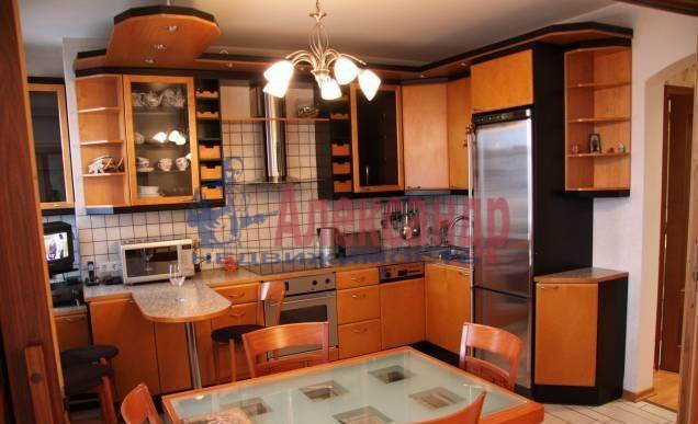2-комнатная квартира (73м2) в аренду по адресу Новаторов бул., 8— фото 1 из 5
