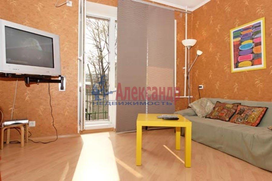 2-комнатная квартира (100м2) в аренду по адресу Гангутская ул., 8— фото 1 из 7