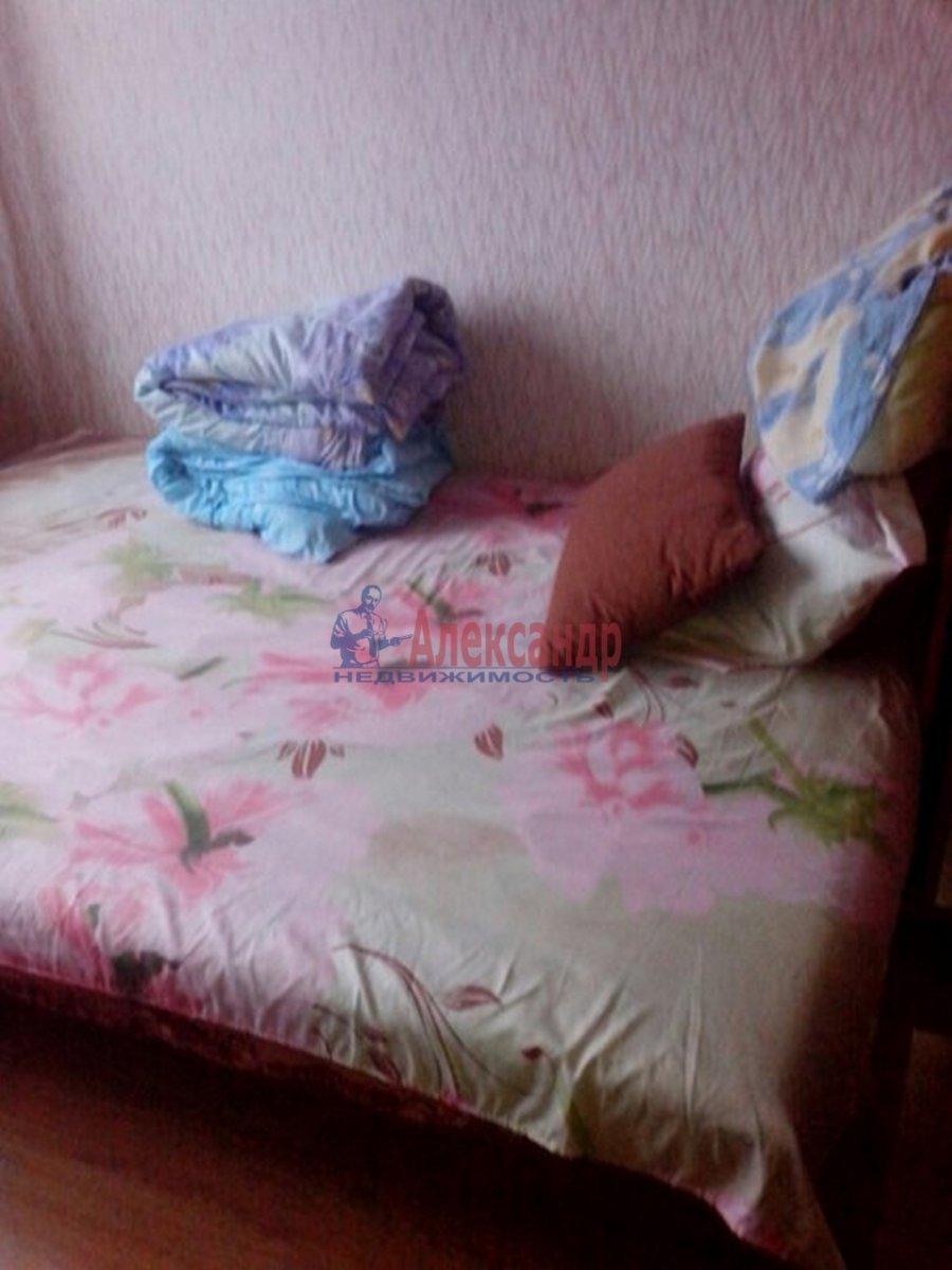 1-комнатная квартира (40м2) в аренду по адресу Шлиссельбургский пр.— фото 2 из 7