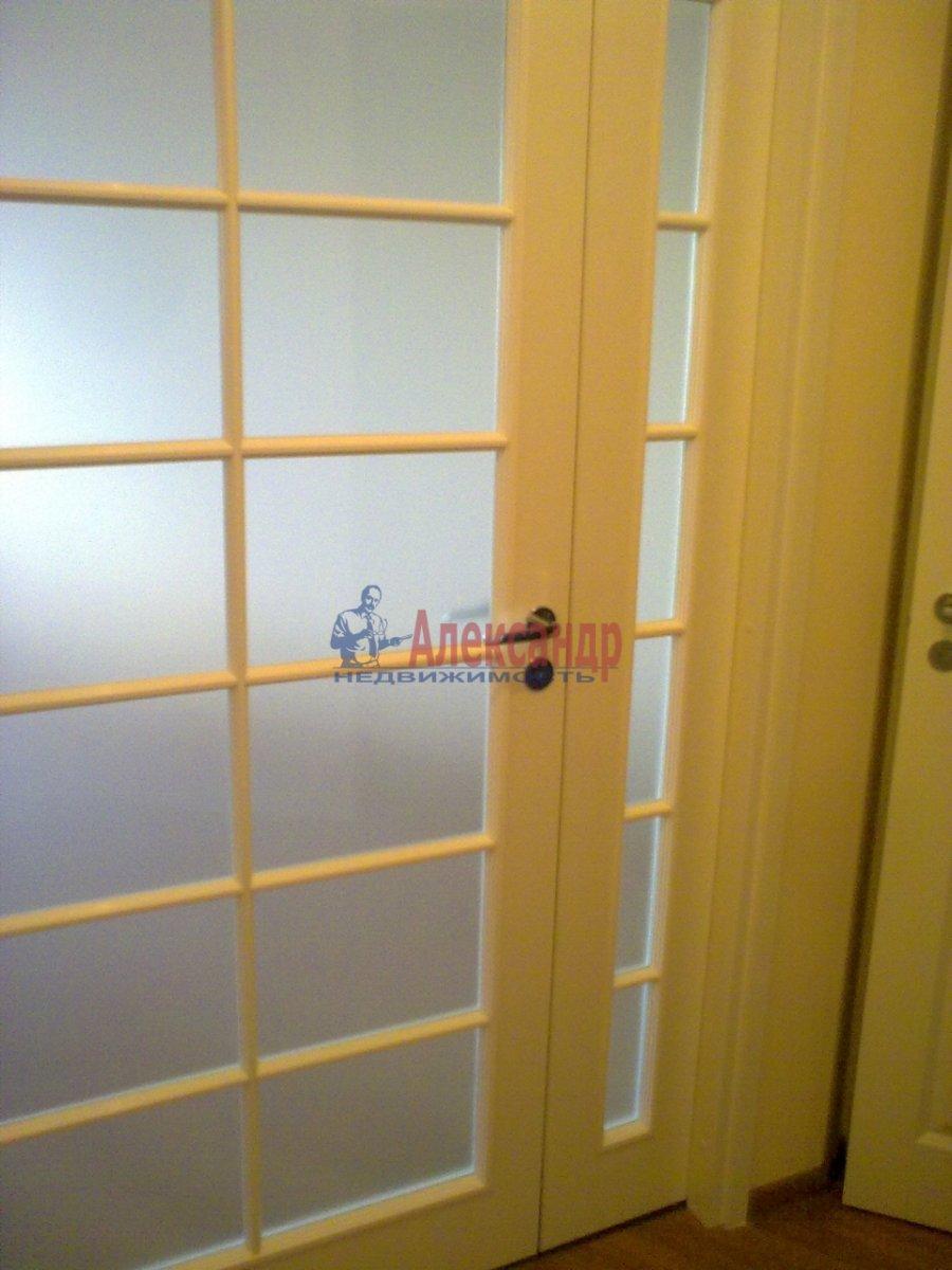 2-комнатная квартира (71м2) в аренду по адресу Композиторов ул., 12— фото 8 из 8