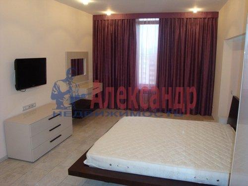 2-комнатная квартира (70м2) в аренду по адресу Коломяжский пр., 15— фото 1 из 7