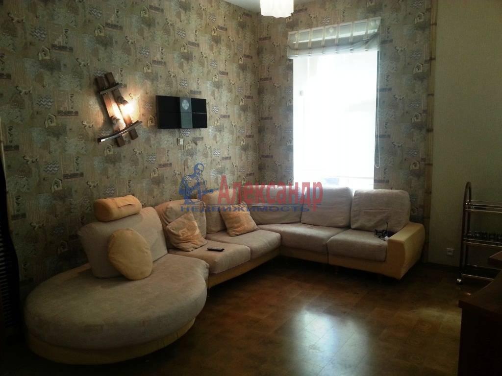2-комнатная квартира (80м2) в аренду по адресу Ропшинская ул., 24— фото 3 из 9