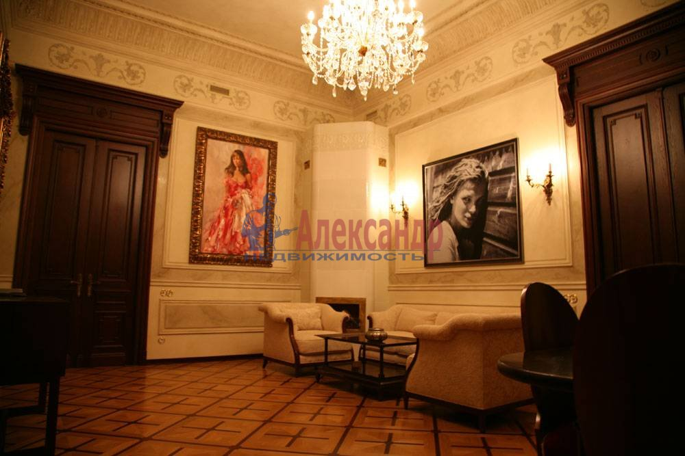 5-комнатная квартира (220м2) в аренду по адресу Каменноостровский пр., 1/3— фото 1 из 8
