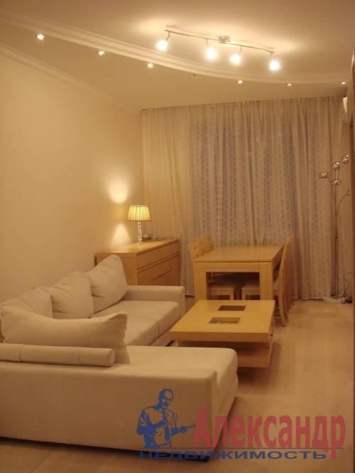 2-комнатная квартира (61м2) в аренду по адресу Славы пр., 52— фото 1 из 4