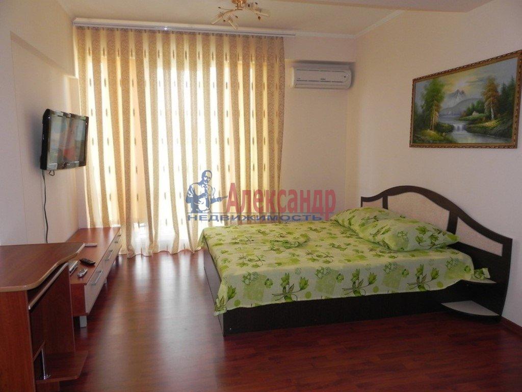 3-комнатная квартира (100м2) в аренду по адресу Просвещения пр., 33— фото 1 из 1