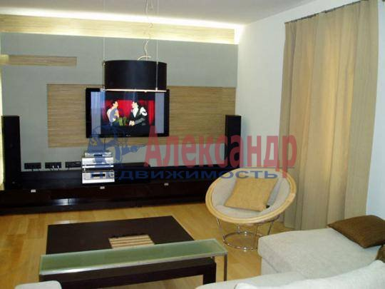 1-комнатная квартира (47м2) в аренду по адресу Мира ул., 10— фото 3 из 3