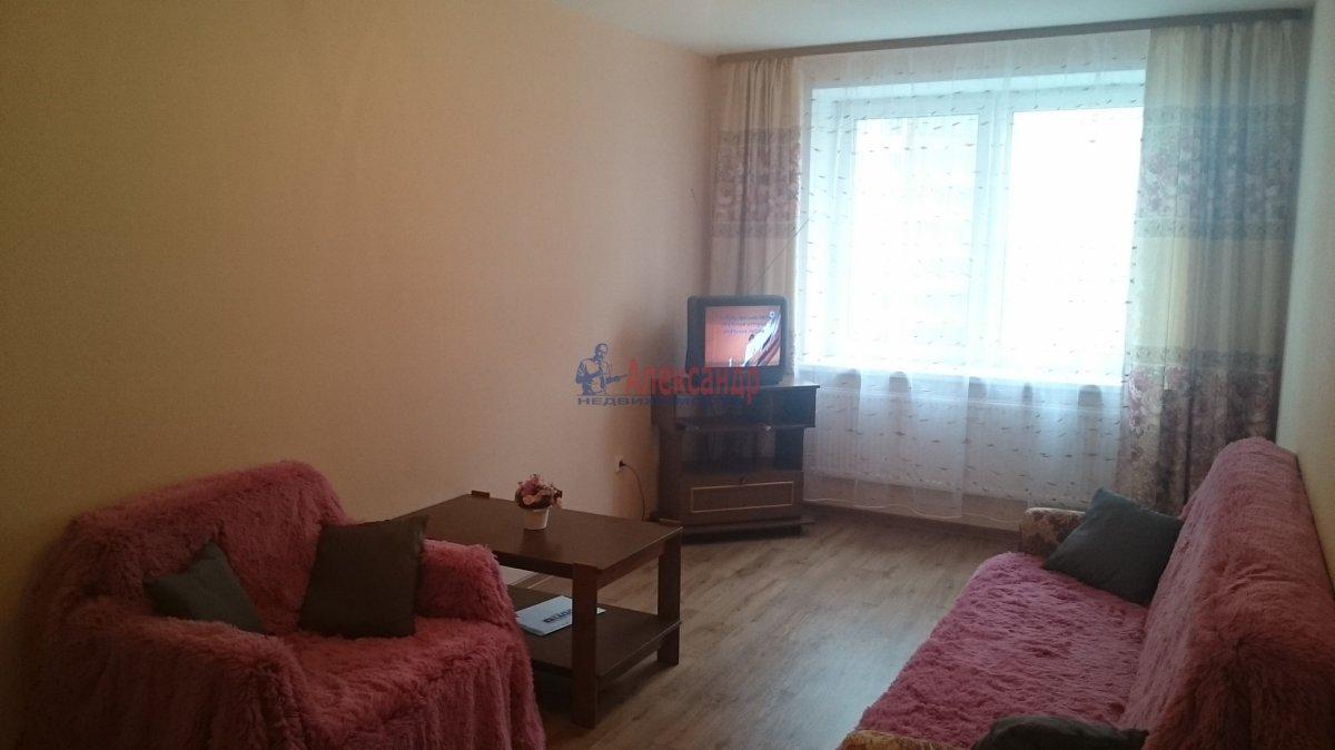 Комната в 2-комнатной квартире (67м2) в аренду по адресу Науки пр., 17— фото 1 из 3