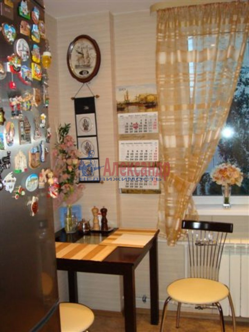 1-комнатная квартира (35м2) в аренду по адресу Васенко ул., 5— фото 2 из 5