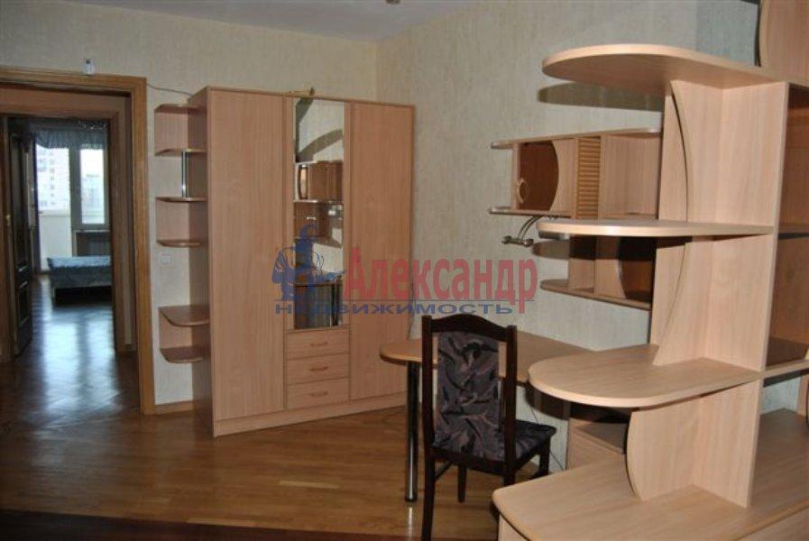 Комната в 8-комнатной квартире (40м2) в аренду по адресу Марата ул., 76— фото 1 из 2