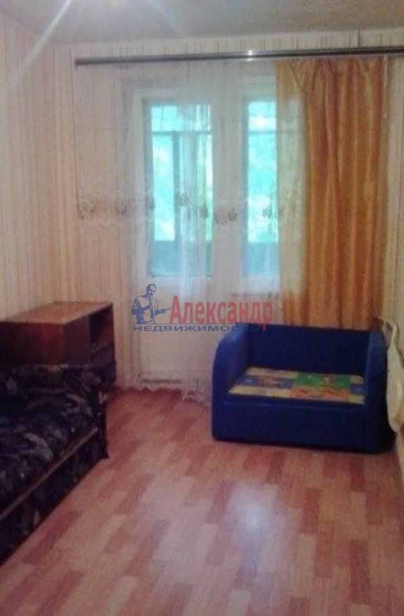 Комната в 3-комнатной квартире (63м2) в аренду по адресу Пулковское шос., 13— фото 1 из 8