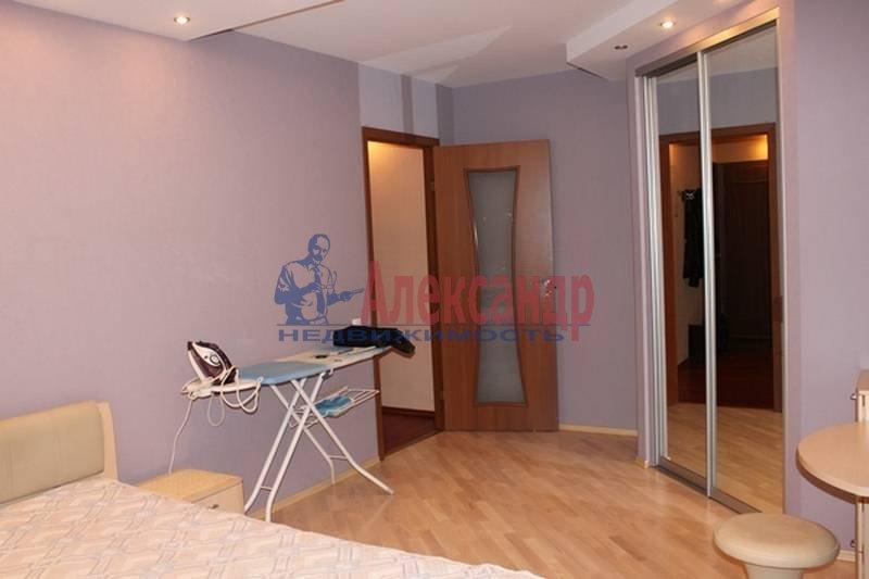 2-комнатная квартира (56м2) в аренду по адресу Славы пр., 12— фото 1 из 7