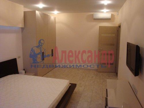 2-комнатная квартира (70м2) в аренду по адресу Коломяжский пр., 15— фото 4 из 7