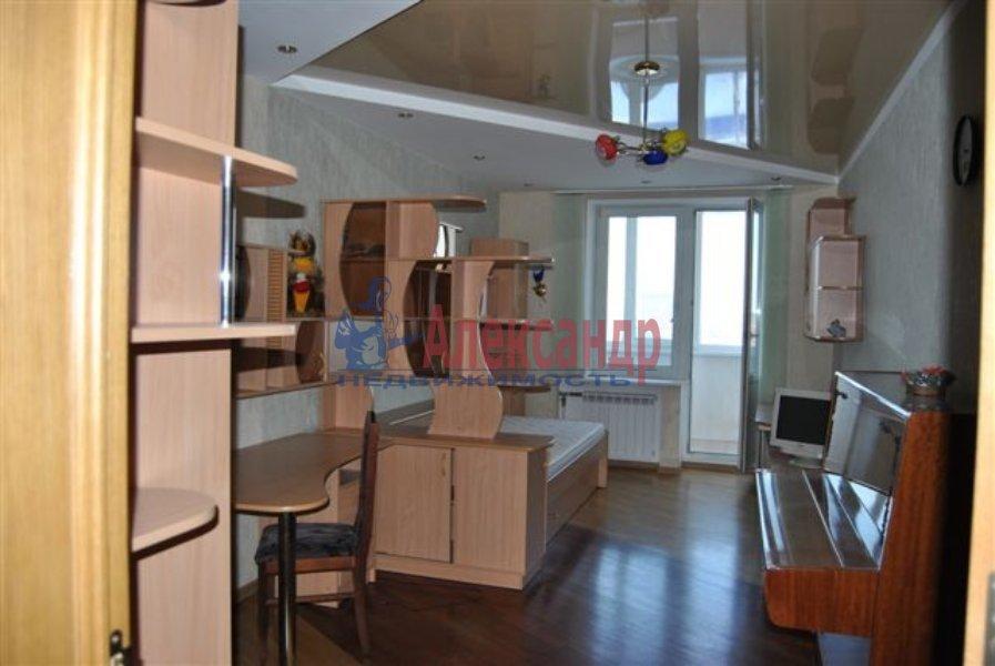 Комната в 8-комнатной квартире (40м2) в аренду по адресу Марата ул., 76— фото 2 из 2