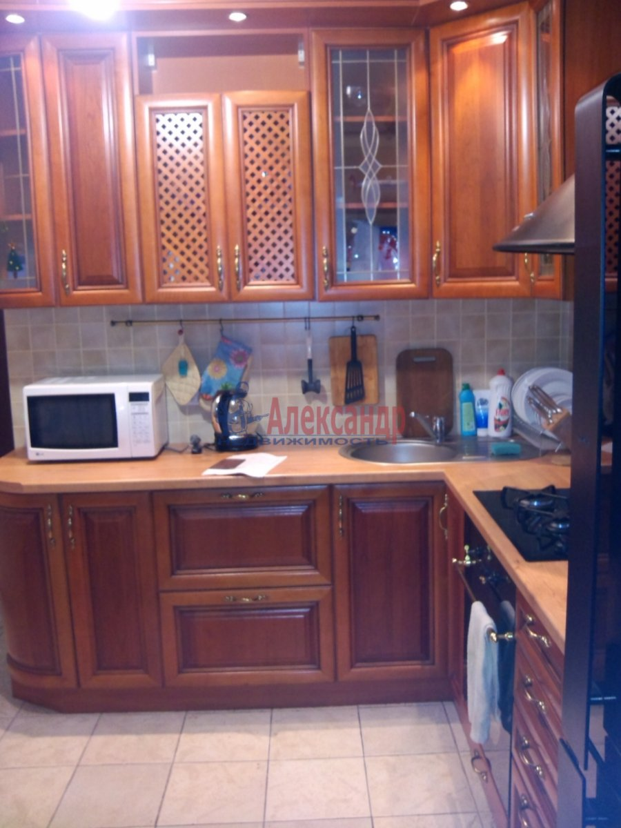 1-комнатная квартира (37м2) в аренду по адресу Брянцева ул., 13— фото 2 из 4