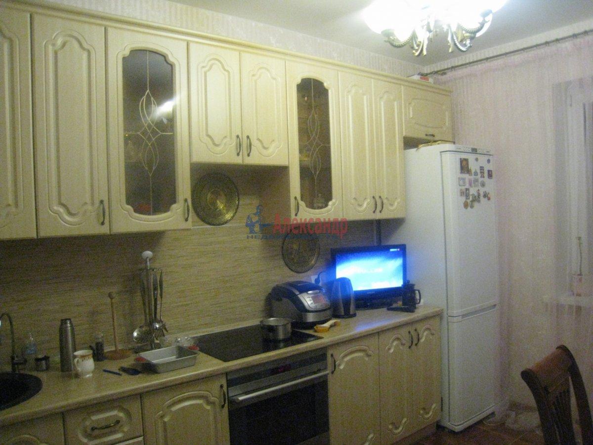 2-комнатная квартира (70м2) в аренду по адресу Пулковская ул., 1— фото 1 из 7