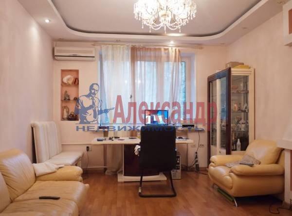 3-комнатная квартира (110м2) в аренду по адресу Кирочная ул., 17— фото 1 из 5