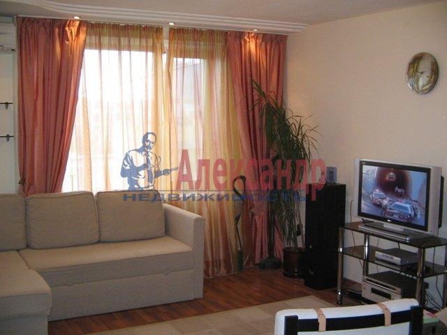 2-комнатная квартира (70м2) в аренду по адресу Белы Куна ул., 1— фото 2 из 4