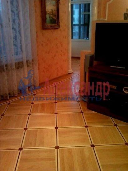 2-комнатная квартира (70м2) в аренду по адресу Петровский пр., 14— фото 2 из 5