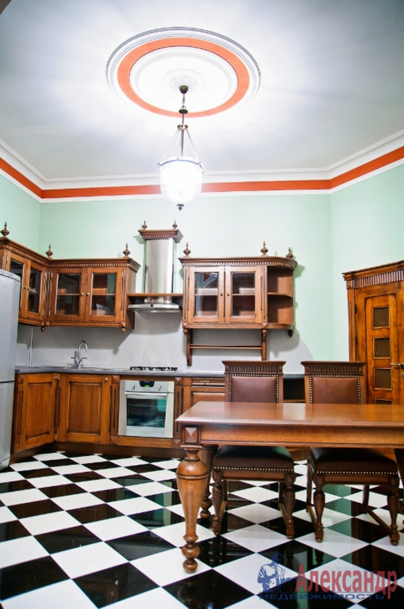3-комнатная квартира (180м2) в аренду по адресу Каменноостровский пр., 54— фото 2 из 3